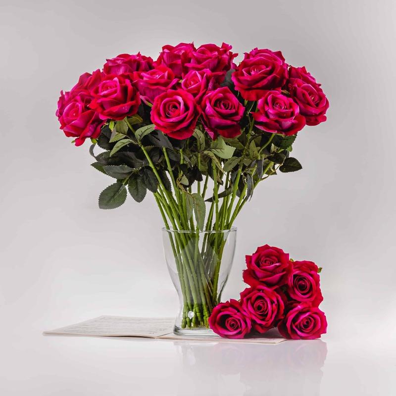 Umělá sametová růže ŽANETA cyklámenová. Cena uvedena za 1 kus.