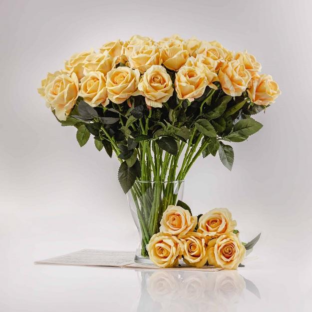 Umělá sametová růže ŽANETA žlutá. Cena uvedena za 1 kus.