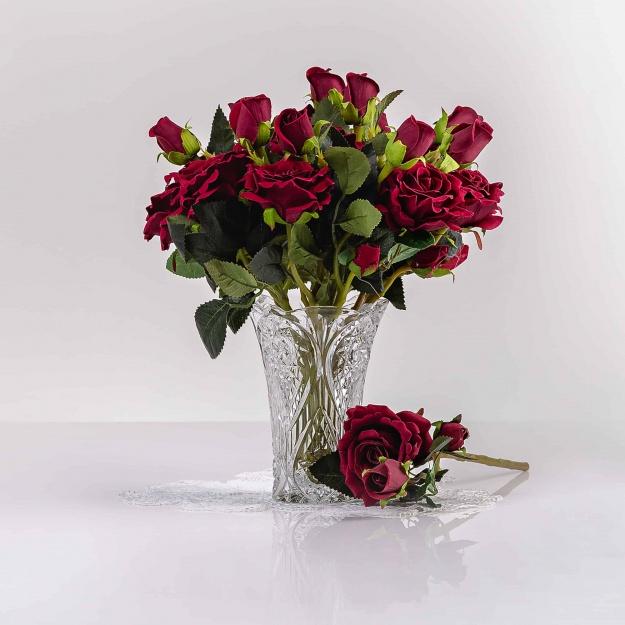 Umelá zamatová ruža VANESA bordová. Cena uvedená za 1 kus.