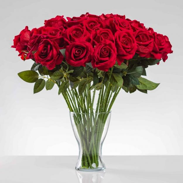 Umělá sametová růže ŽANETA červená. Cena uvedena za 1 kus.