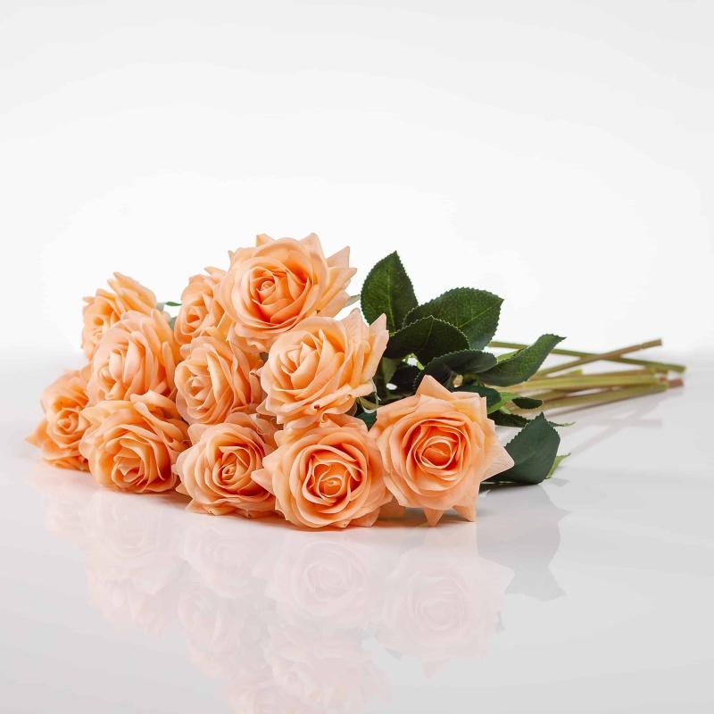 Umělá růže Růžena jemně - oranžová. Cena uvedena za 1 kus.