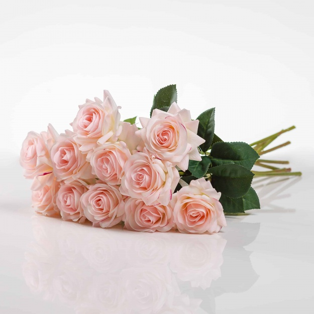Umělá růže Růžena jemně - ružová. Cena uvedena za 1 kus.
