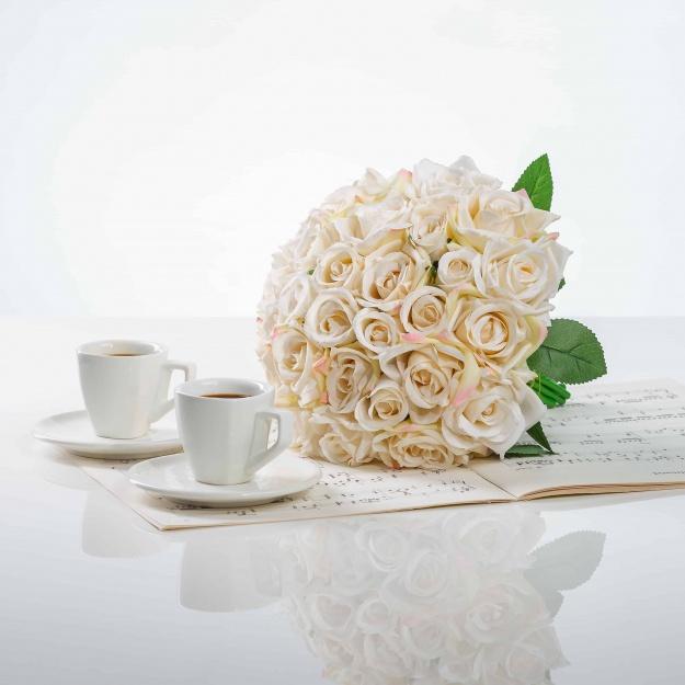 Elegantná kytička z ruží VIERA šampansko ružová.
