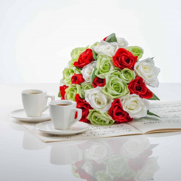Elegantní kytička z růží VĚRA