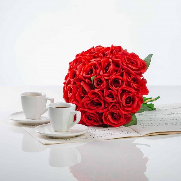 Elegantná kytička z ruží VIERA červená