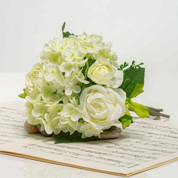 Csokor hortenzia és rózsa - BRIGITA fehér-krémszínű.