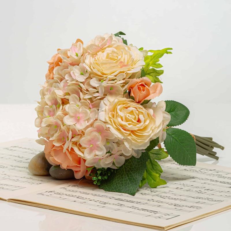 Kytička z hortenzií s růžemi TAMARA růžově-broskvová