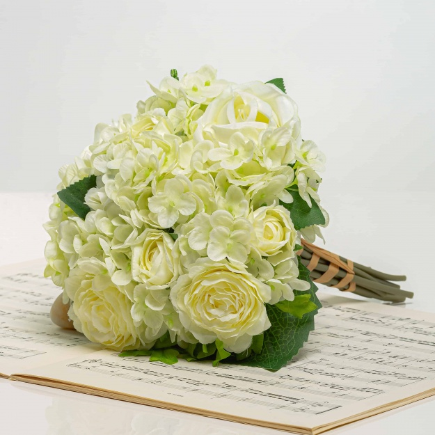 Csokor hortenzia rózsákkal TAMARA fehér-krémszínű