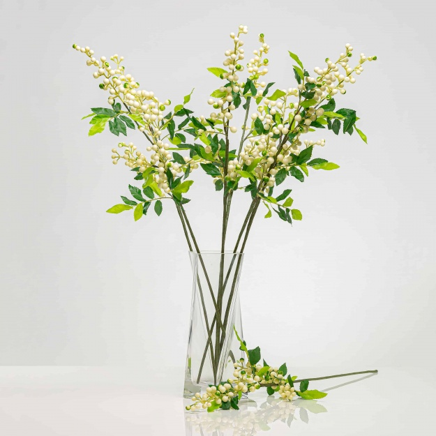 Mű ágacska bogyókkal SOFIA fehér. Ár/darab.
