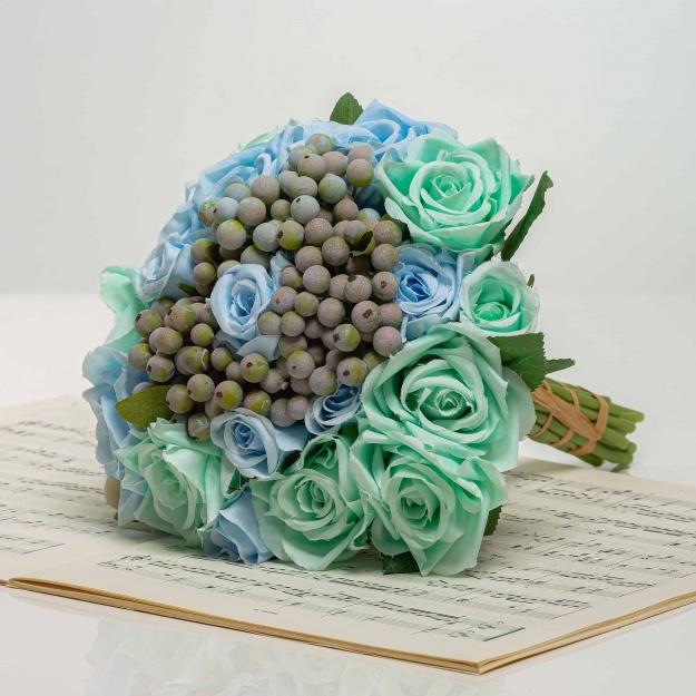 Kytička z ruží s bobuľami NORA tyrkysovo-modrá