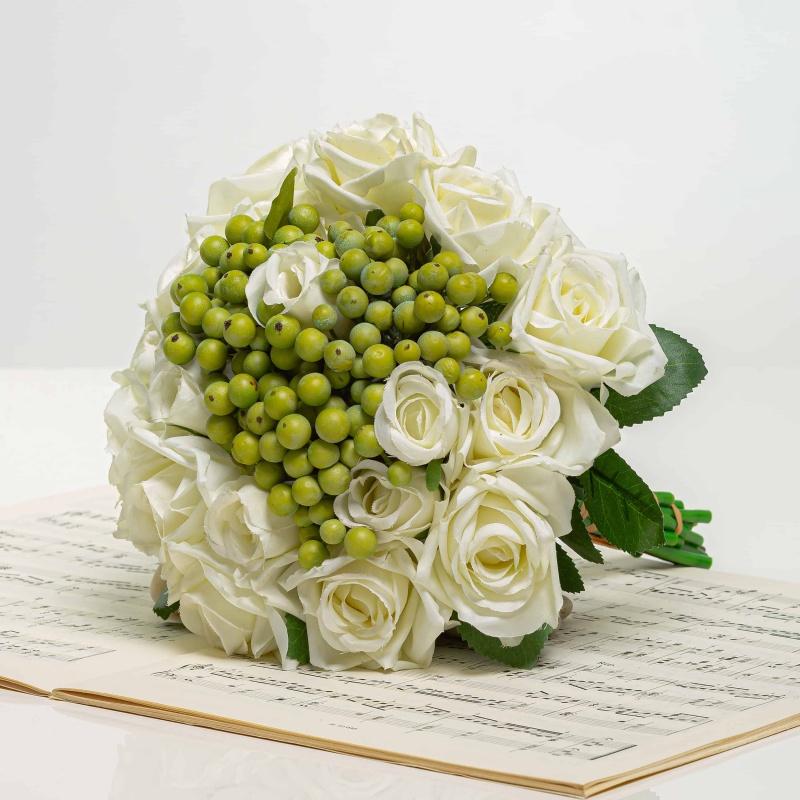 Kytička z ruží s bobuľami NORA biela