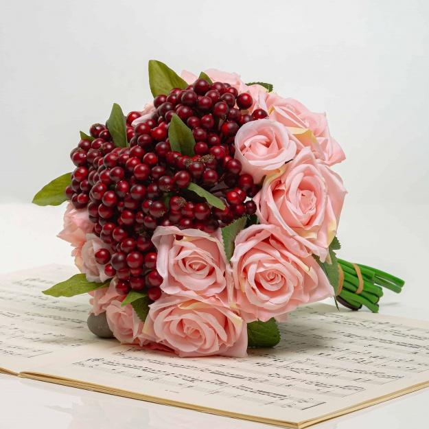 Kytička z ruží s bobuľami NINA ružová
