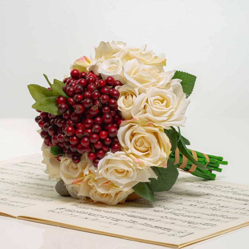 Kytička z ruží s bobuľami NINA mix