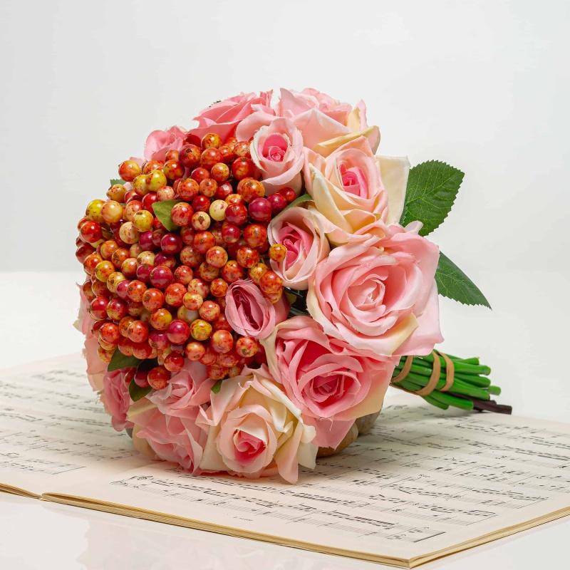 Kytička z růží s bobulemi NINA mix