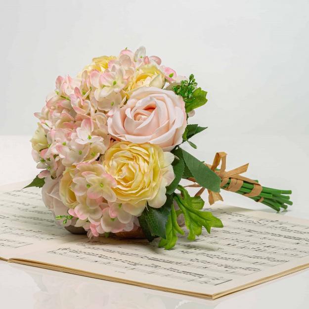 Csokor hortenzia rózsákkal TAMARA halvány rózsaszín