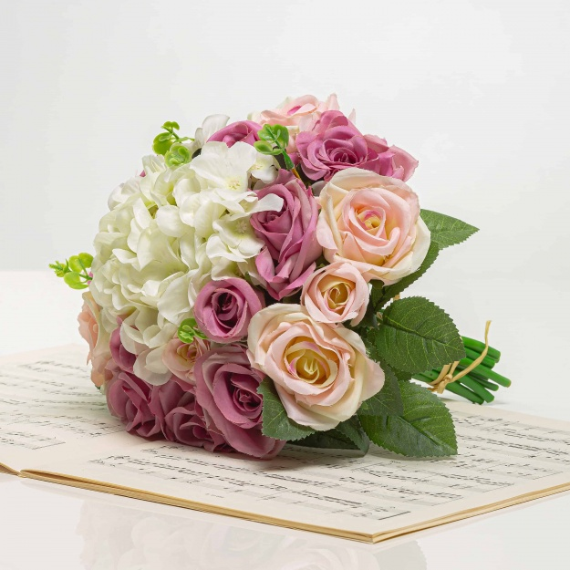 Kytička z hortenzií a růží STELA mix