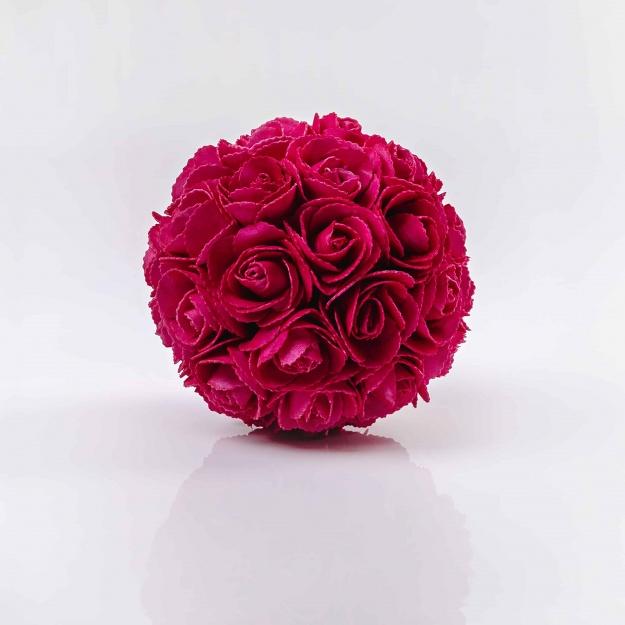 Dekoračná guľa z ruží LINDA, cyklámenová. Cena uvedená za 1 kus.